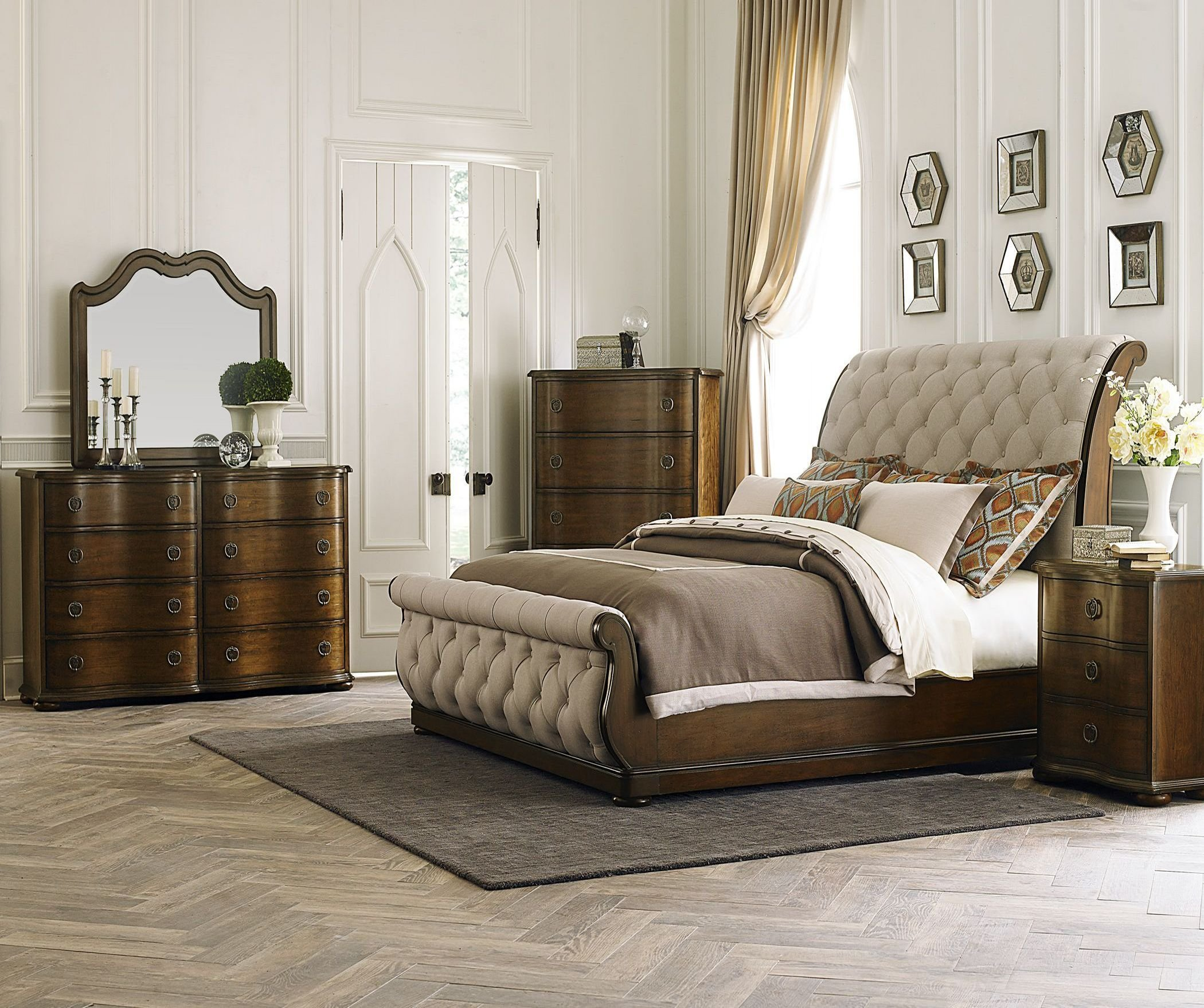 Best Cotswold Upholstered Sleigh Bedroom Set 1Stopbedrooms With Pictures