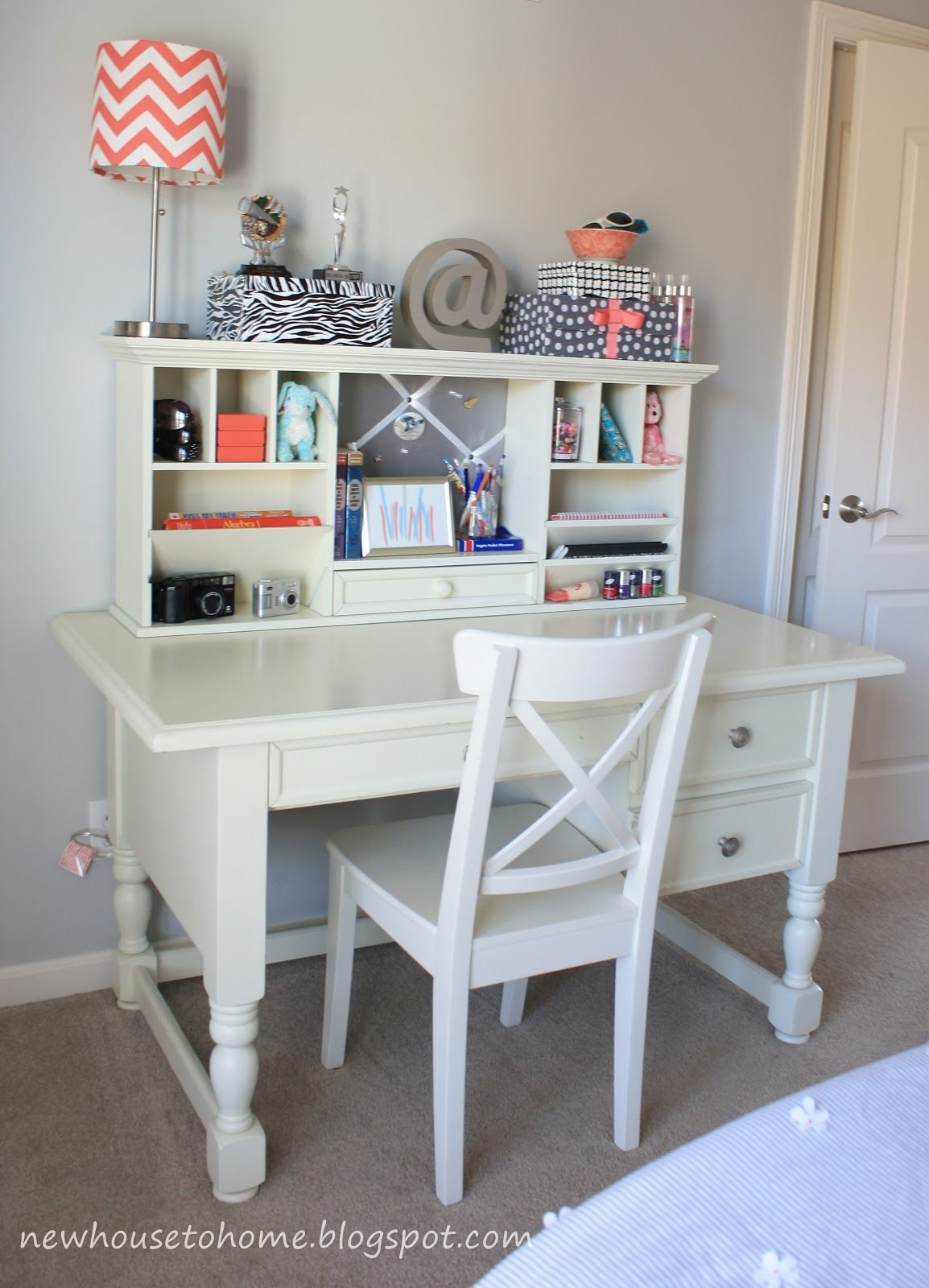 Best Desk For Girls Room Every Teenage Girl Needs A Place To Be Creative And Do Her Homework With Pictures