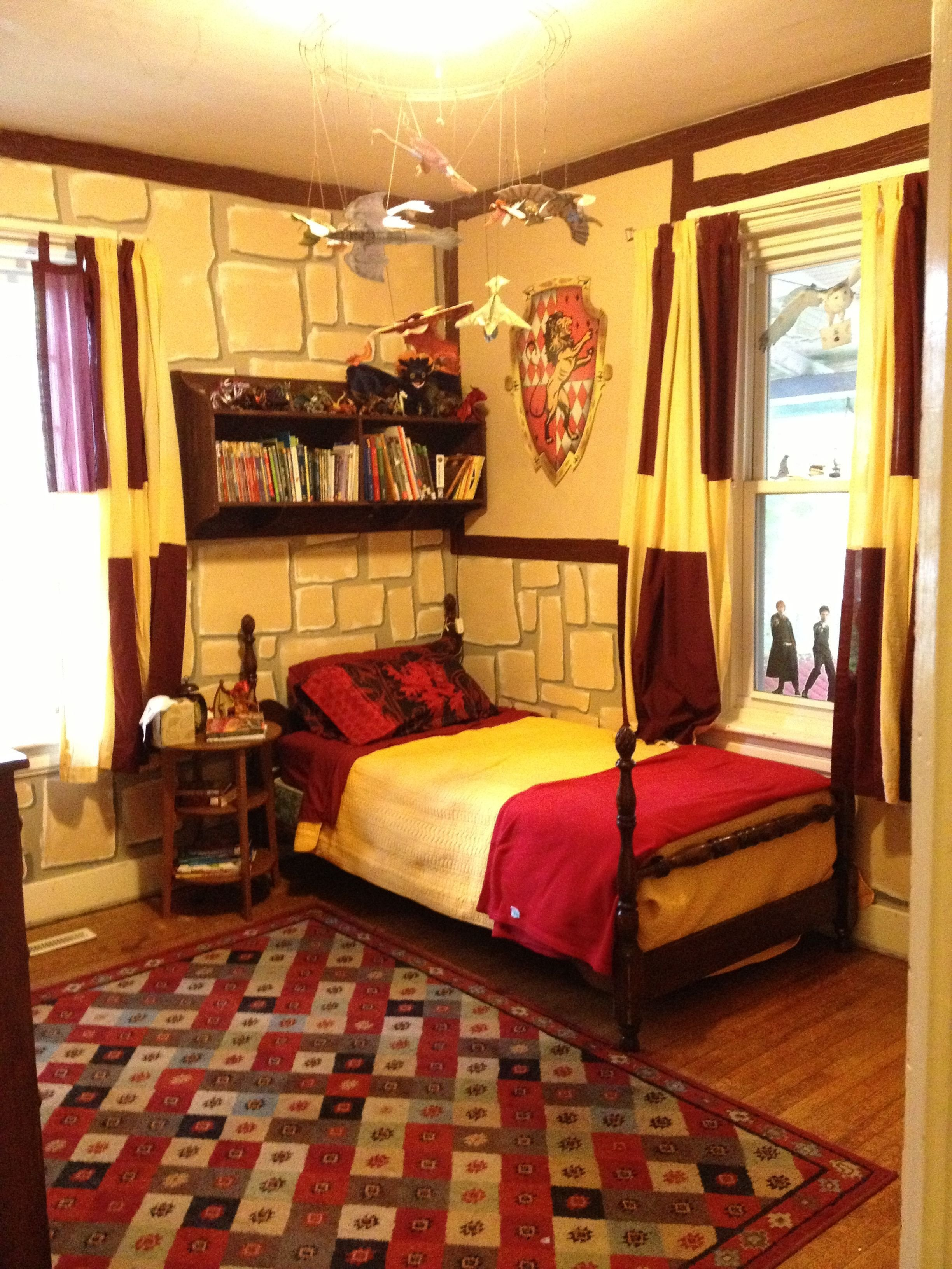 Best Harry Potter Gryffindor Bedroom I M 25 And Would Still Love This Harry Potter Harry With Pictures