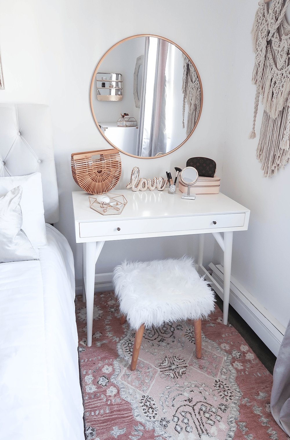 Best Styling A Vanity In A Small Space Home Decor Ideas With Pictures