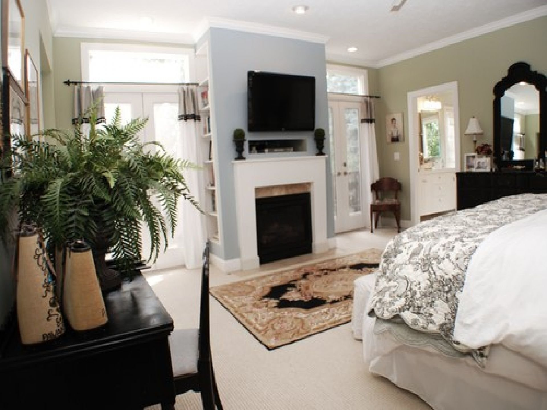 Best Bedroom Master Bedroom With Black Table Chair With Pictures