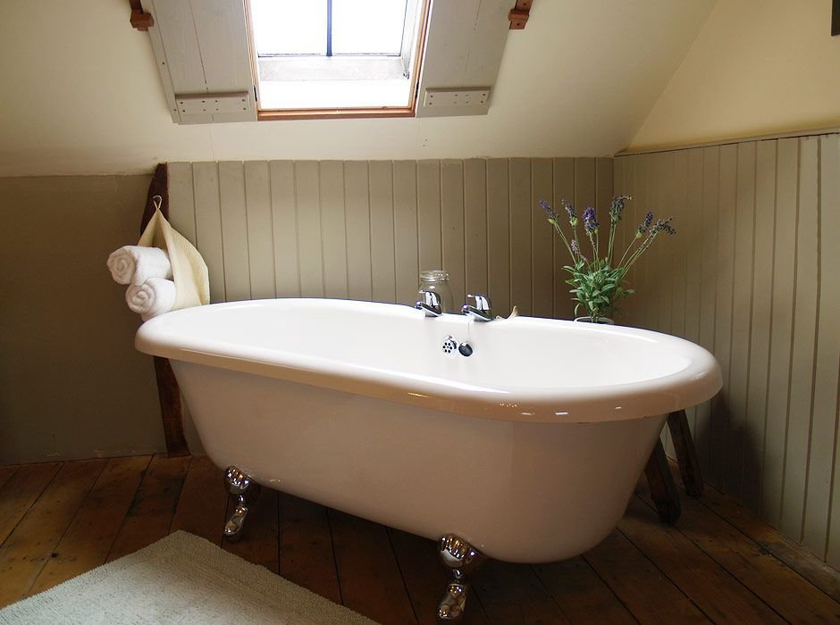 Best Roll Top Bath For Romantic Holiday Cottage Break Roof With Pictures