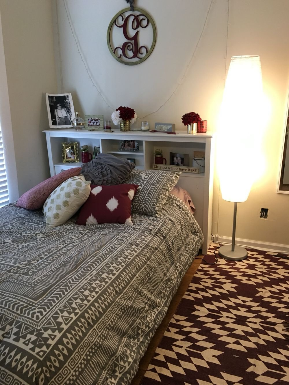 Best Maroon Gold And Gray Room Apartment Living Maroon With Pictures