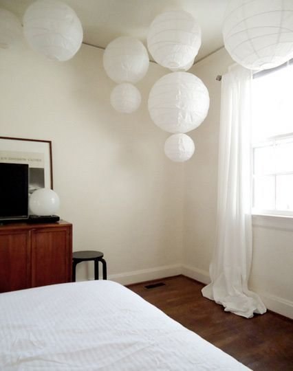 Best Chinese Lantern Bedroom Ve Been Wondering What Paper Lanterns Would Like Like In Our Bedroom With Pictures