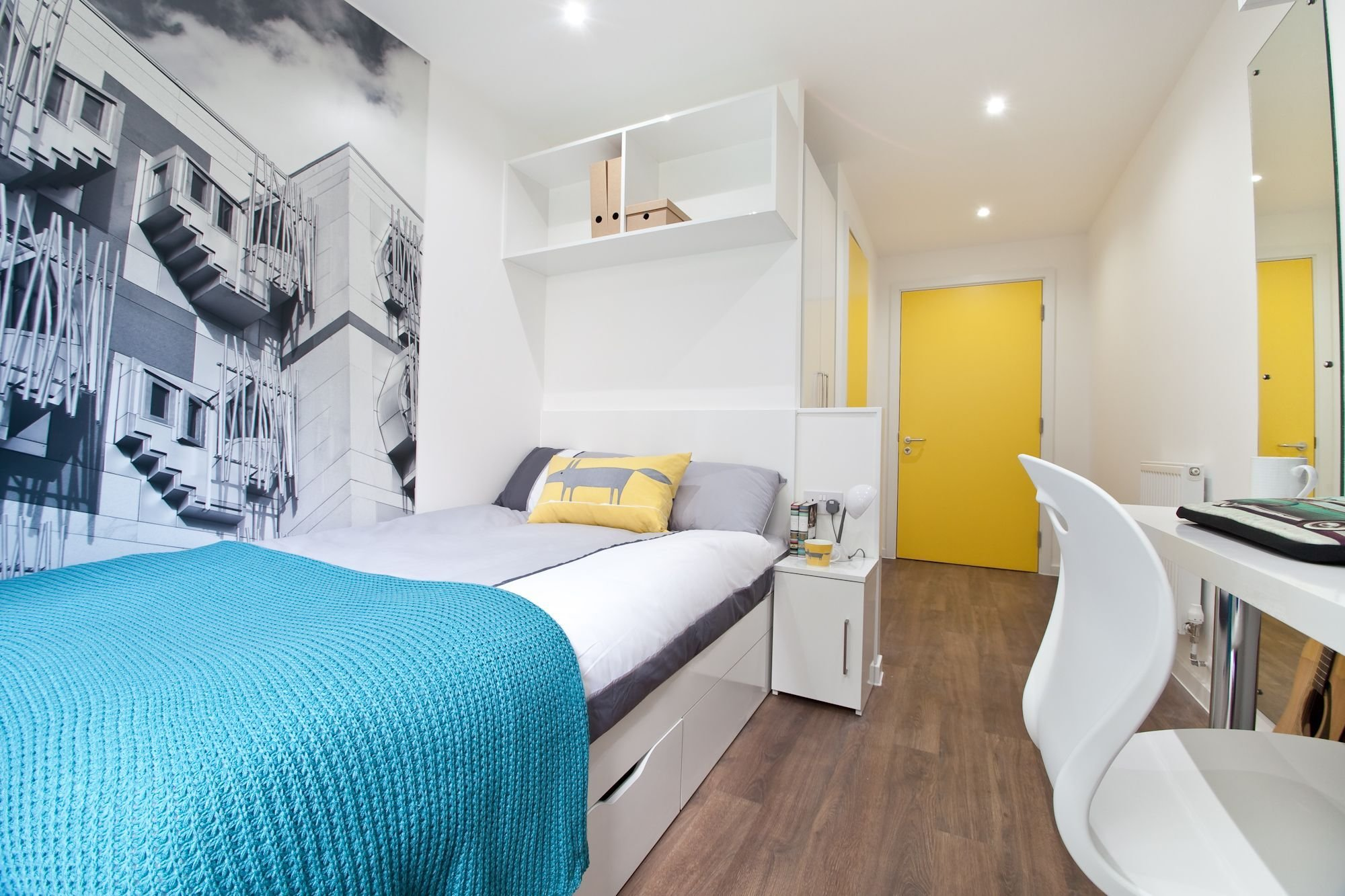 Best 2 Bed Apartment En Suite Bedroom At Edge Apartments With Pictures