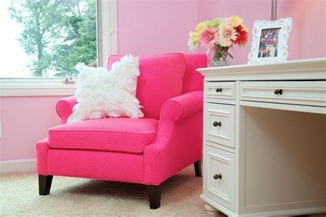 Best Pretty Pink Chair Look Toronto Contemporary Living Room With Pictures