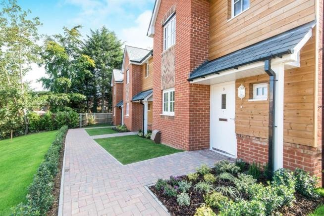 Best 3 Bedroom Detached House For Sale In Telegraph Road West With Pictures