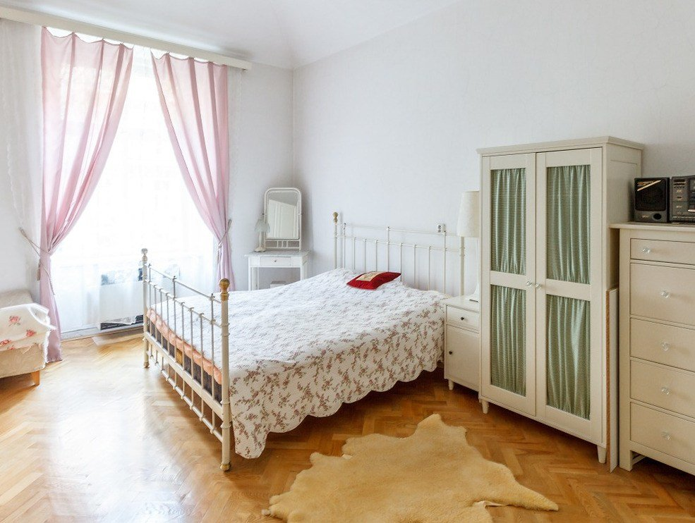Best 5 Easy Space Saving Techniques For The Bedroom The With Pictures