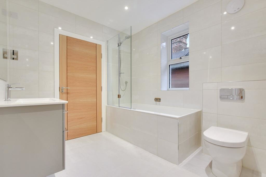Best 2 Bedroom Apartment For Sale In Worcester Park With Pictures