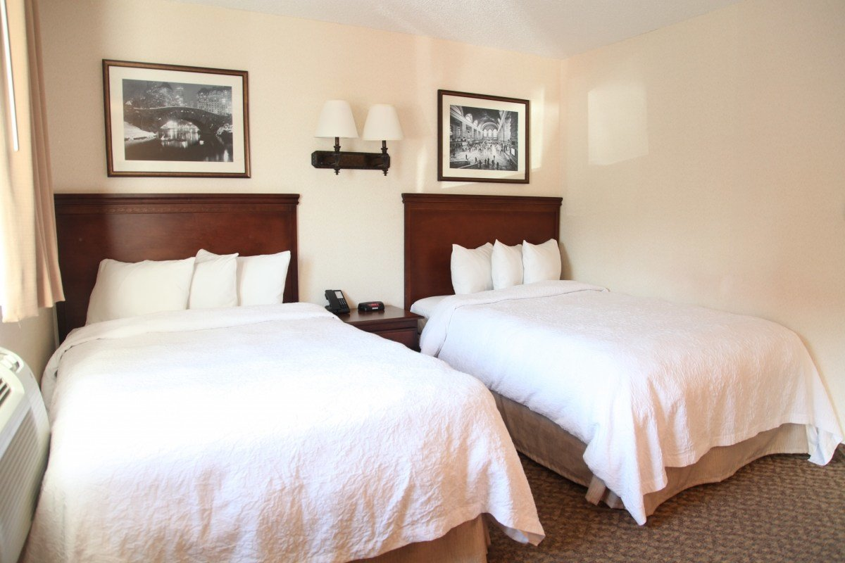 Best Double Beds 2 Full Size Beds The Holland Hotel With Pictures