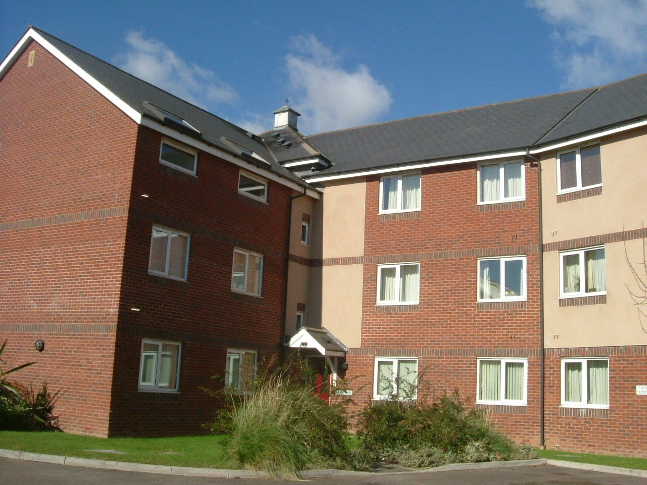 Best 2 Bedroom Flat To Rent Floyers Hay Court Isca Road With Pictures