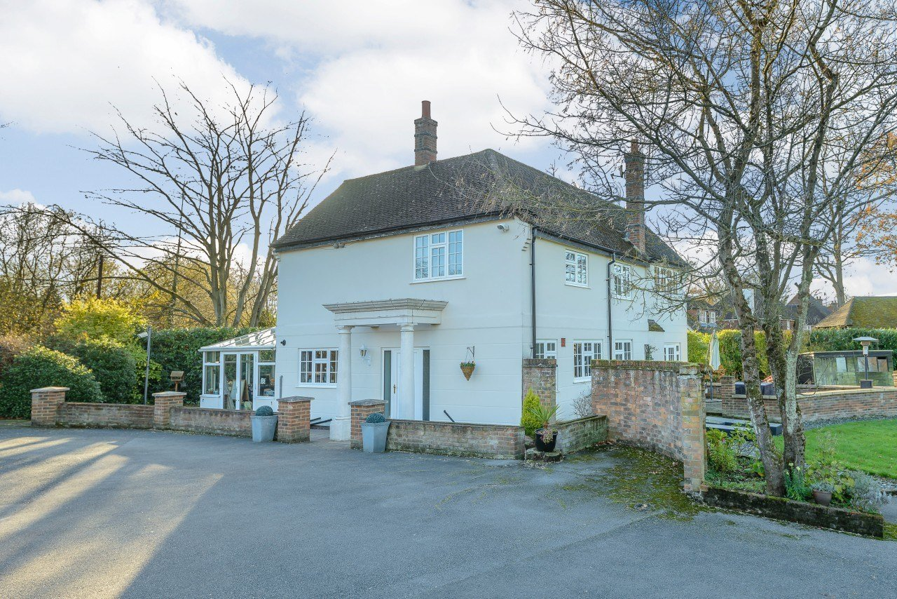 Best 4 Bedroom House For Sale Coombe Lane Guildford Surrey With Pictures