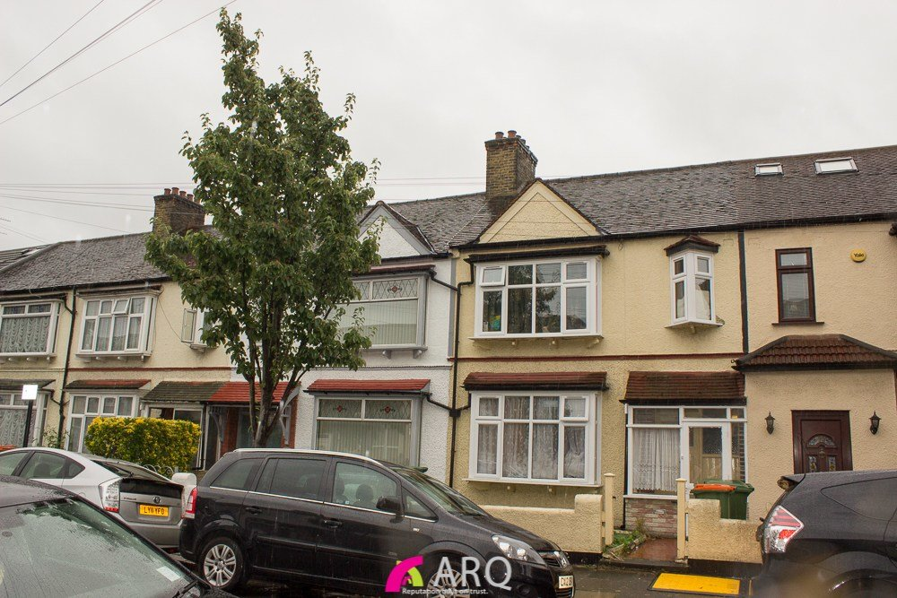 Best 3 Bedroom Terraced House For Sale Cotswold Gardens East Ham E London E6 3Je With Pictures