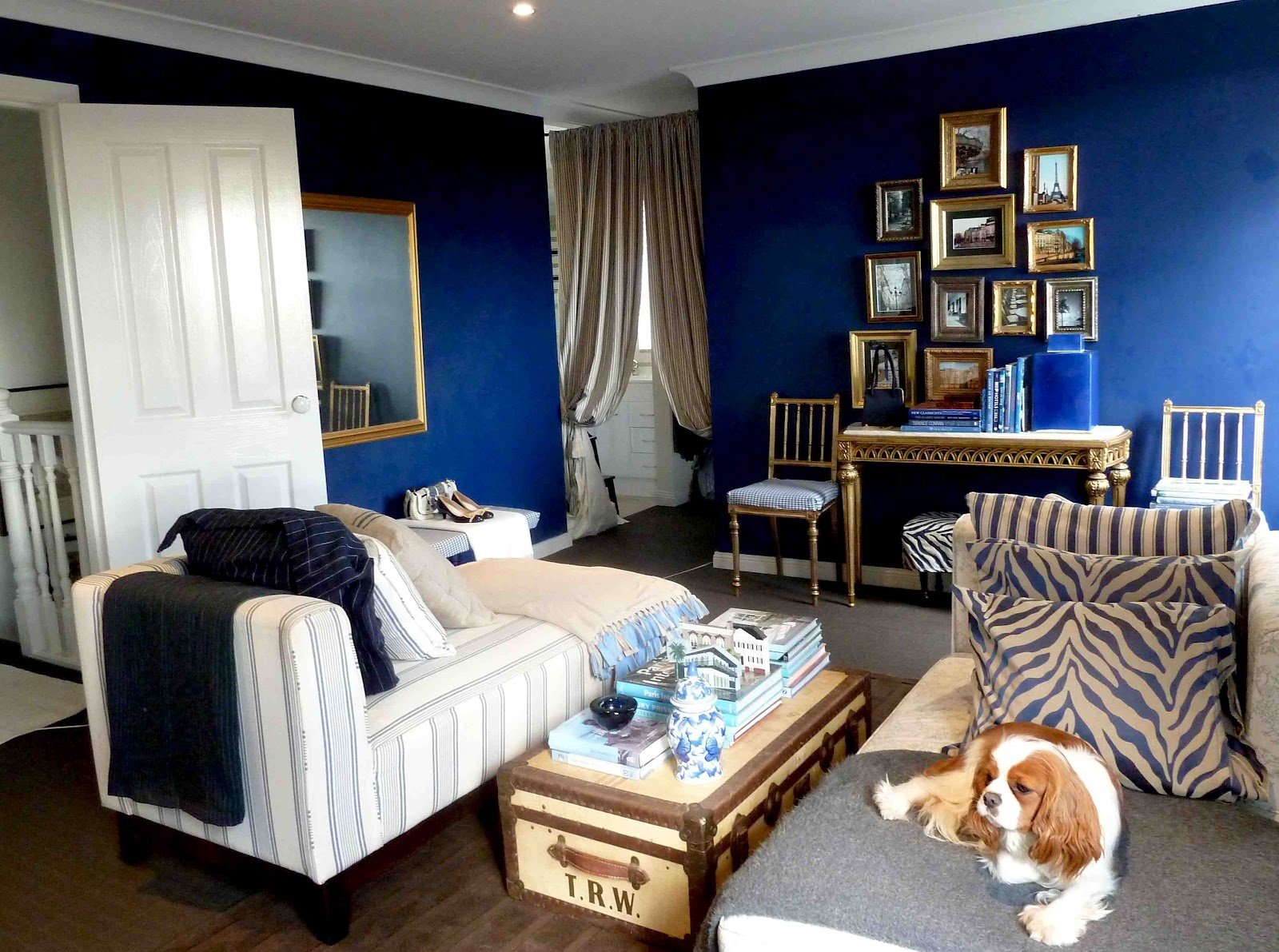 Best A Library Of Design The Enduring Appeal Of Navy Blue With Pictures