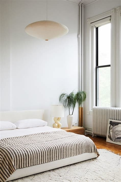 Best 27 Minimalist Bedroom Ideas To Inspire You To Declutter Mydomaine With Pictures