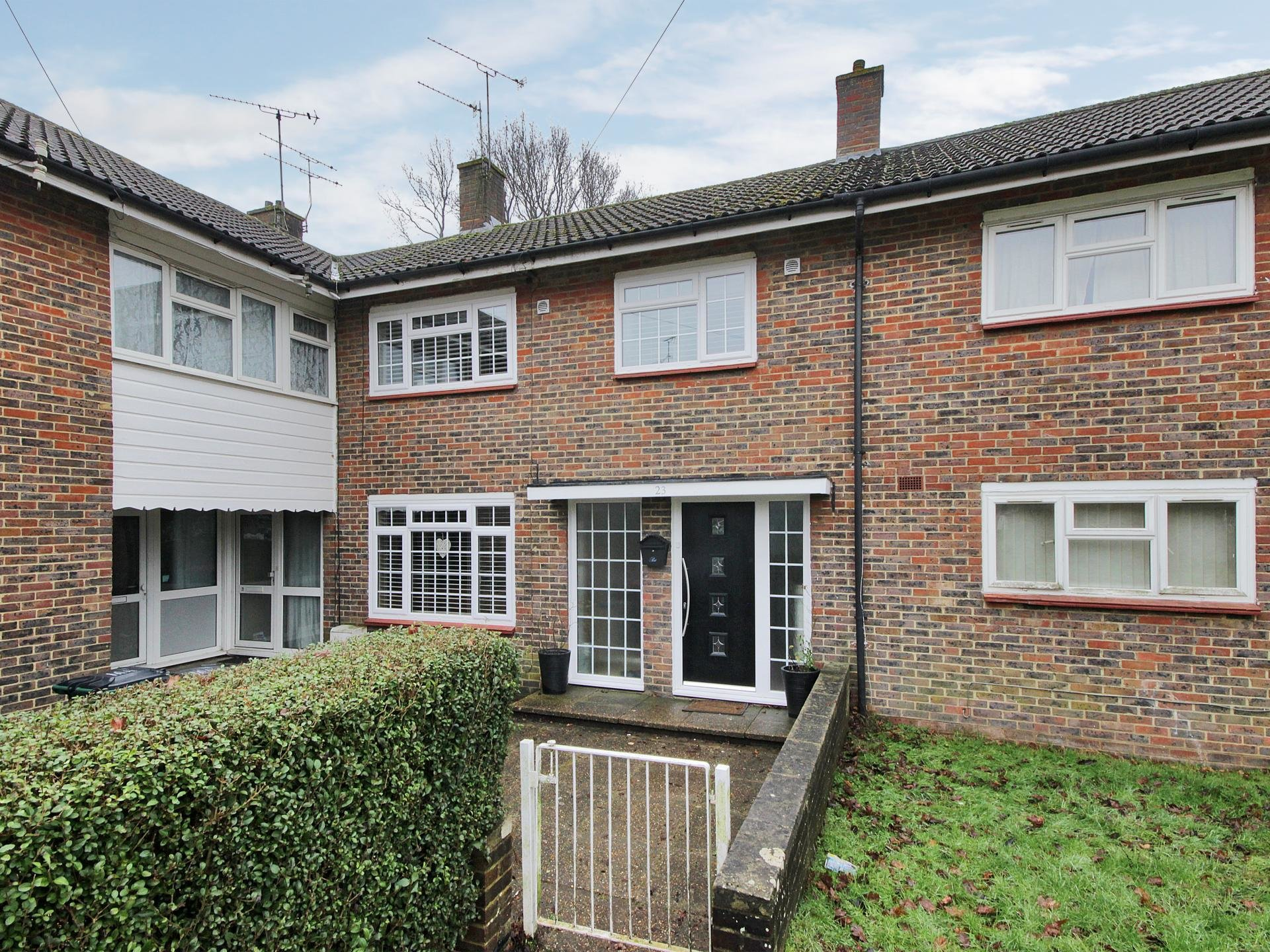 Best 3 Bedroom Terraced House For Sale In Crawley With Pictures