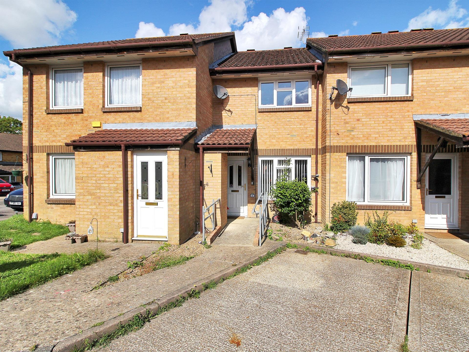 Best 2 Bedroom Terraced House For Sale In Crawley With Pictures