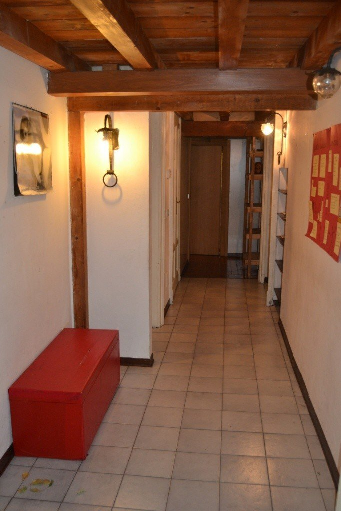 Best Spacious 3 Bedroom Apartment Near Bocconi All Utilities With Pictures
