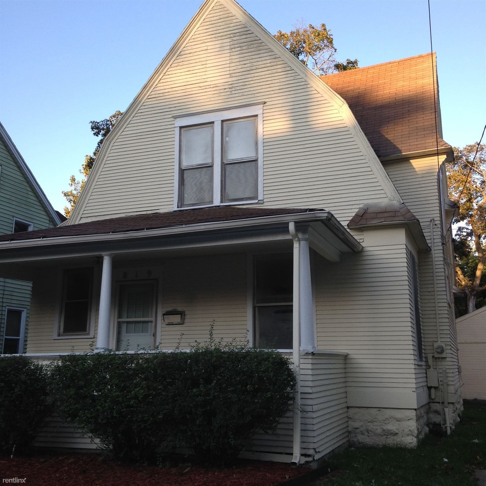 Best 819 Kalamazoo Ave Se Grand Rapids Mi 49507 3 Bedroom With Pictures