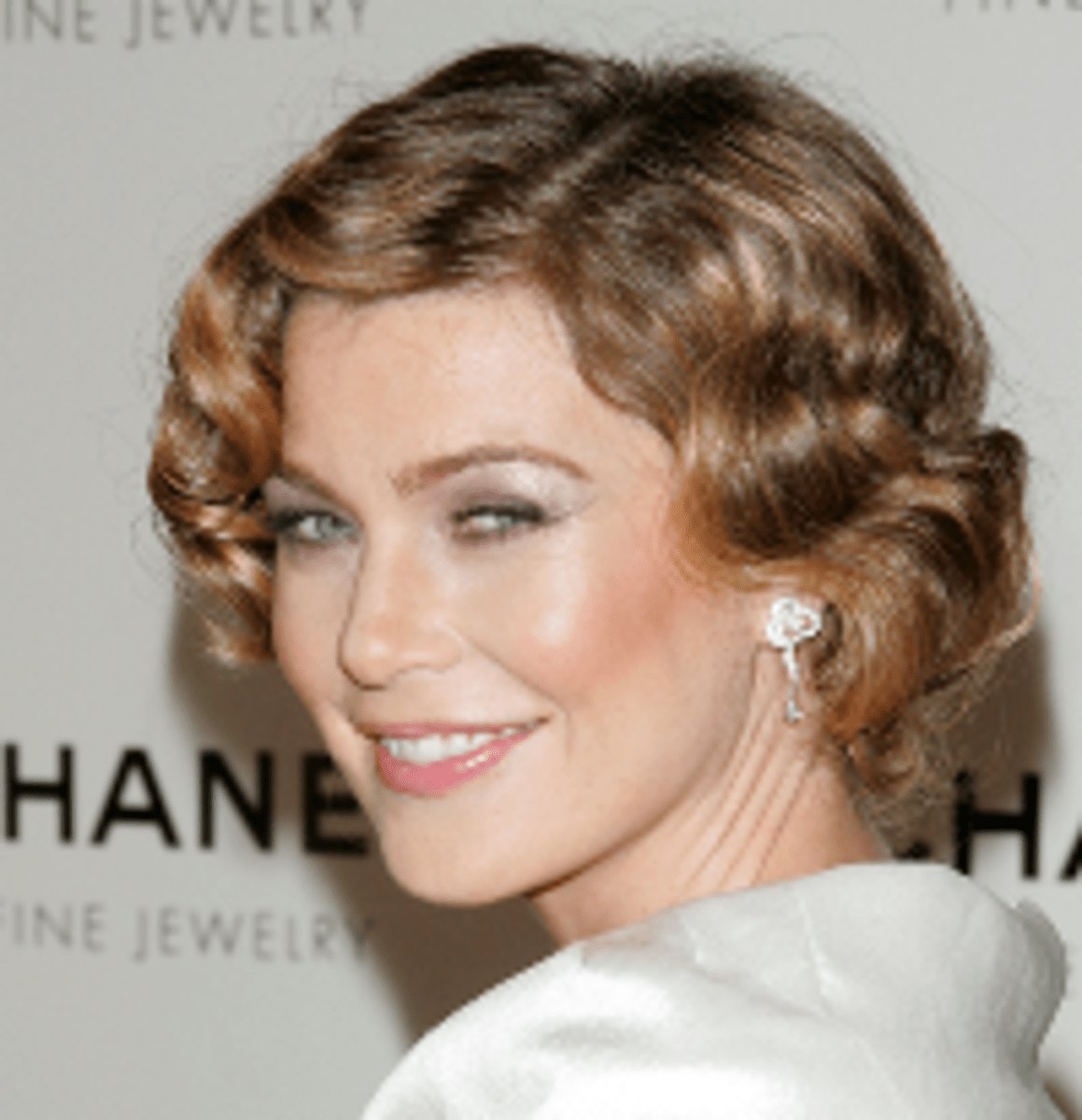 Free How To Do Finger Waves A Fun And Curly Hairstyle Bellatory Wallpaper