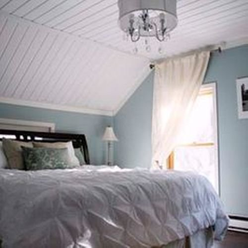 Best How To Decorate A Bedroom With Slanted Ceilings 5 Ideas With Pictures