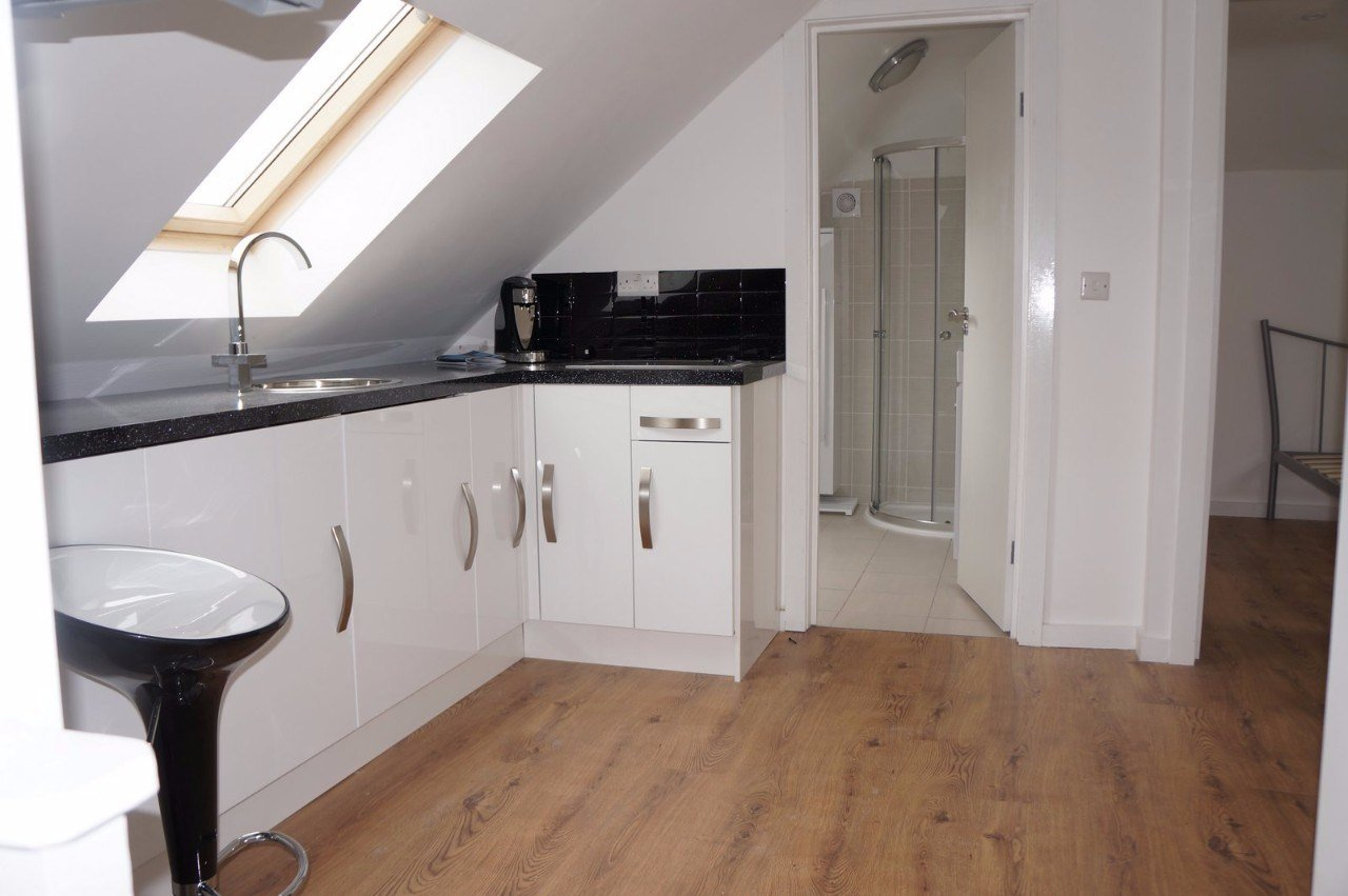 Best Fantastic 1 Bedroom Flat To Let In Kingston Vale The With Pictures