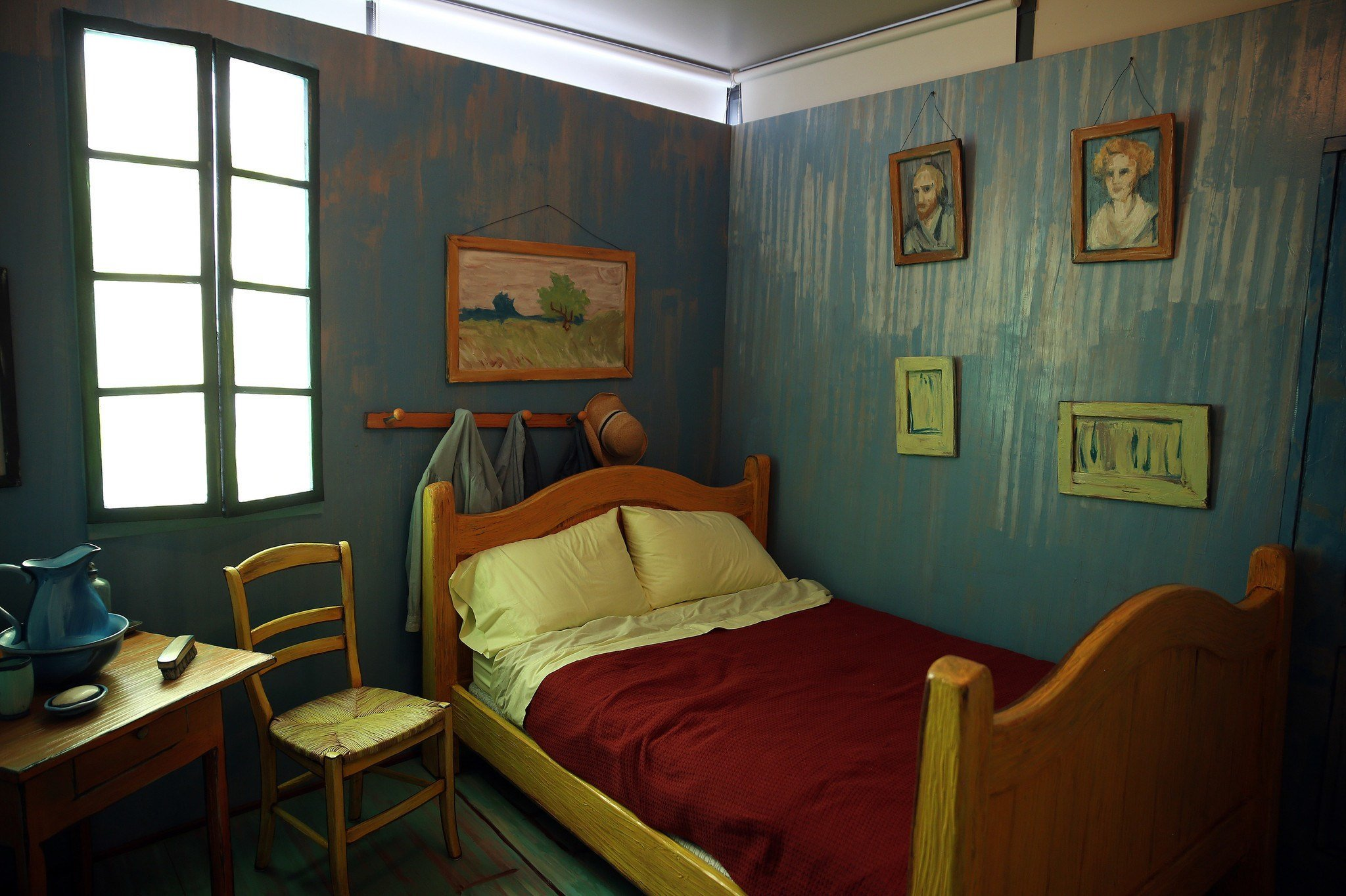 Best No Starry Night But A Comfy Double Bed In Van Gogh S With Pictures