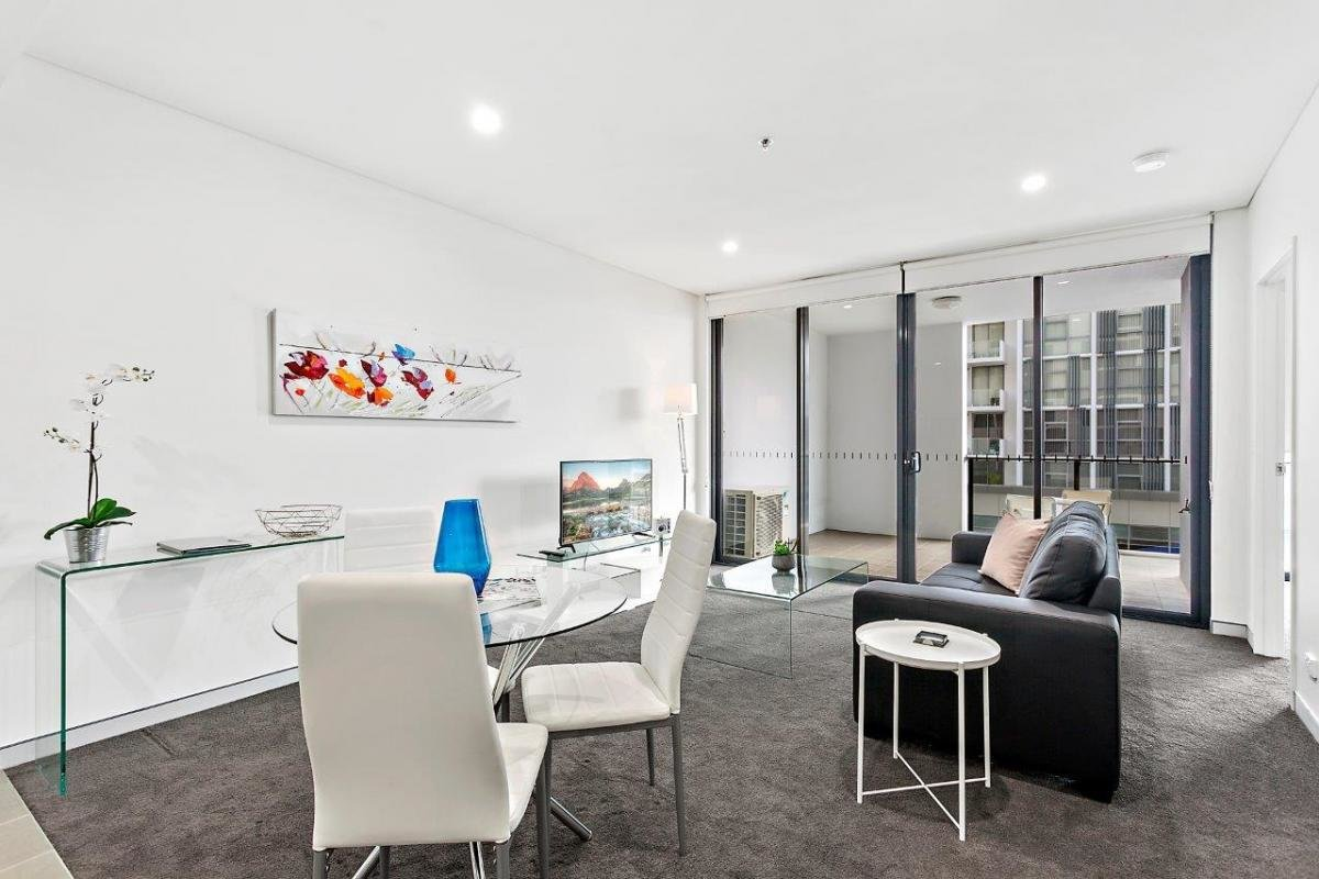 Best 1 Bedroom Study Premium Apartment In Wollongong Crown With Pictures