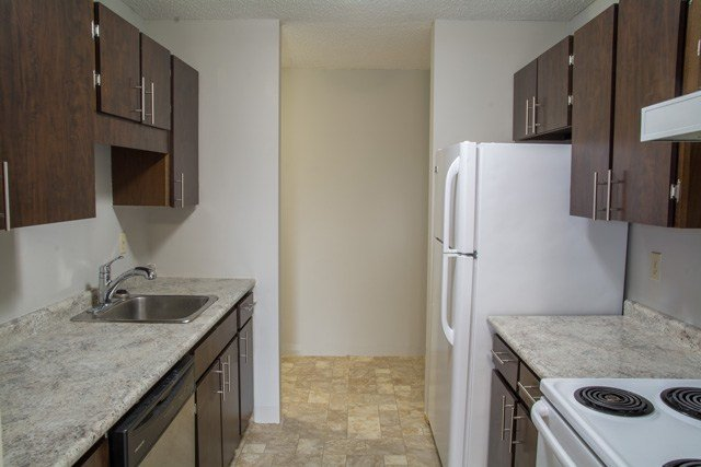 Best 1 Bedroom Apartments For Rent Regina At Southwood Green Renterspages Com With Pictures