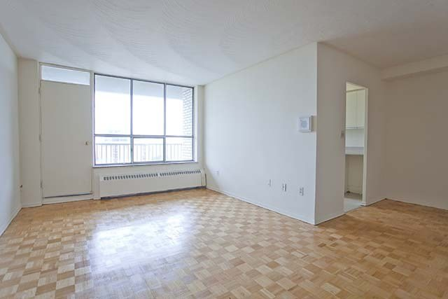 Best 2 Bedroom Apartments For Rent Scarborough At 30 Tuxedo Court Renterspages Com With Pictures