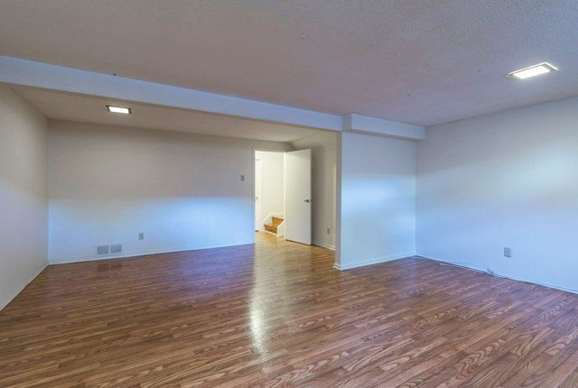 Best 4 Bedroom Apartments For Rent Ottawa At Beaconwood Village With Pictures