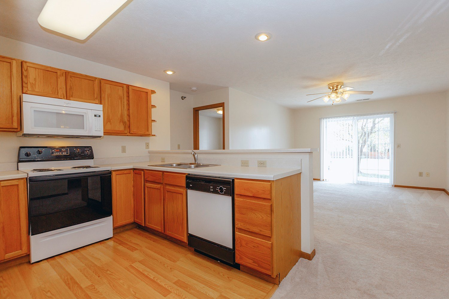 Best 2 Bedroom Apartments In Northeast Lincoln Ne Sunridge Apartments With Pictures