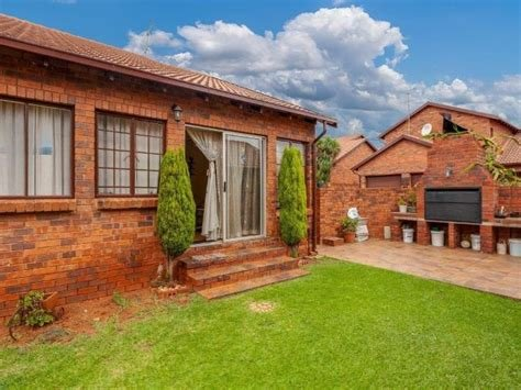 Best 4 Bedroom Townhouse For Sale In Weltevreden Park With Pictures