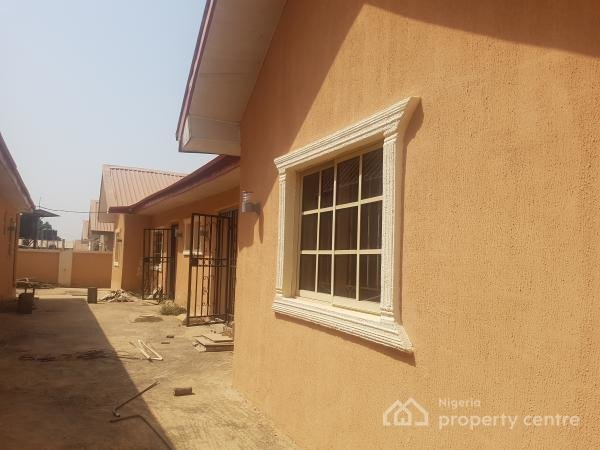 Best For Rent 2 Bedroom Bungalow With 1 One Bedroom Boys With Pictures