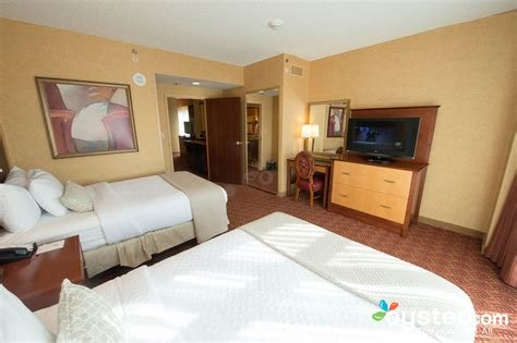 Best The Two Bedroom Suite At The Embassy Suites Charlotte With Pictures