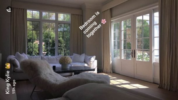 Best We Finally Know What Kylie Jenner S Bedroom Looks Like With Pictures