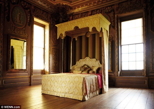 Best The World S Most Expensive Bed Made For Queen S 60Th With Pictures