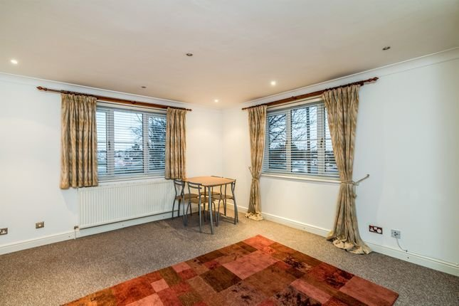 Best Bath Road Cippenham Slough Sl1 2 Bedroom Flat For Sale With Pictures