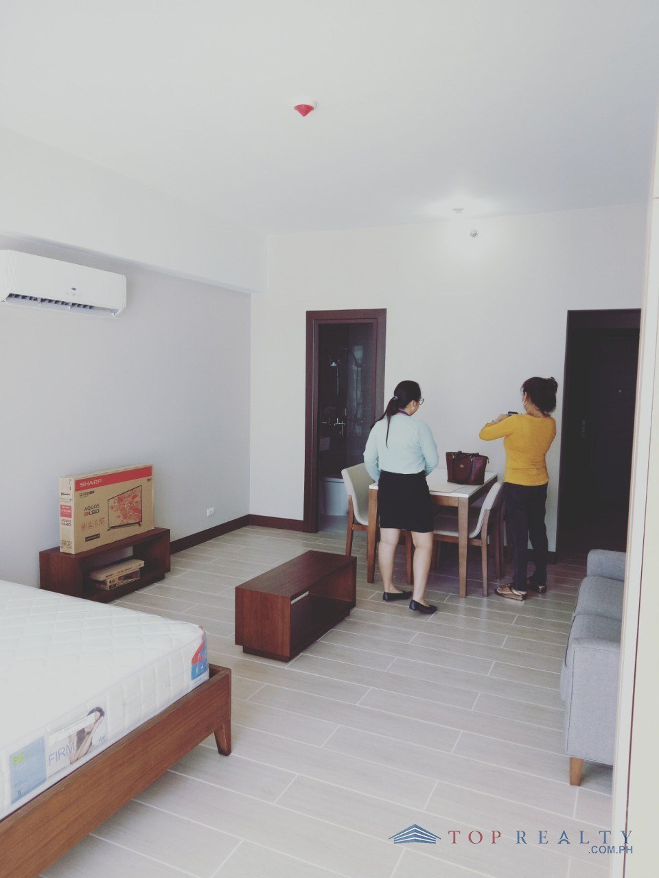 Best Top Realty Corporation Cozy One Bedroom 1Br Condo For With Pictures