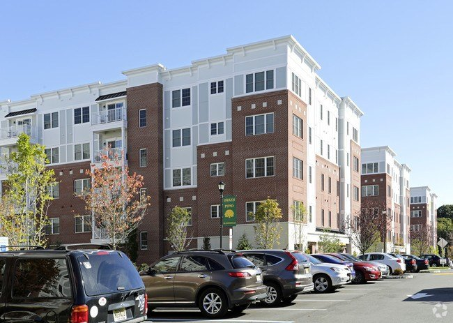 Best Oakes Pond At Bloomfield Apartments Bloomfield Nj Apartments Com With Pictures