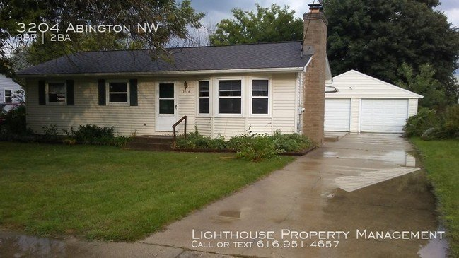 Best Three Bedroom Home In Kenowa Hills House For Rent In With Pictures