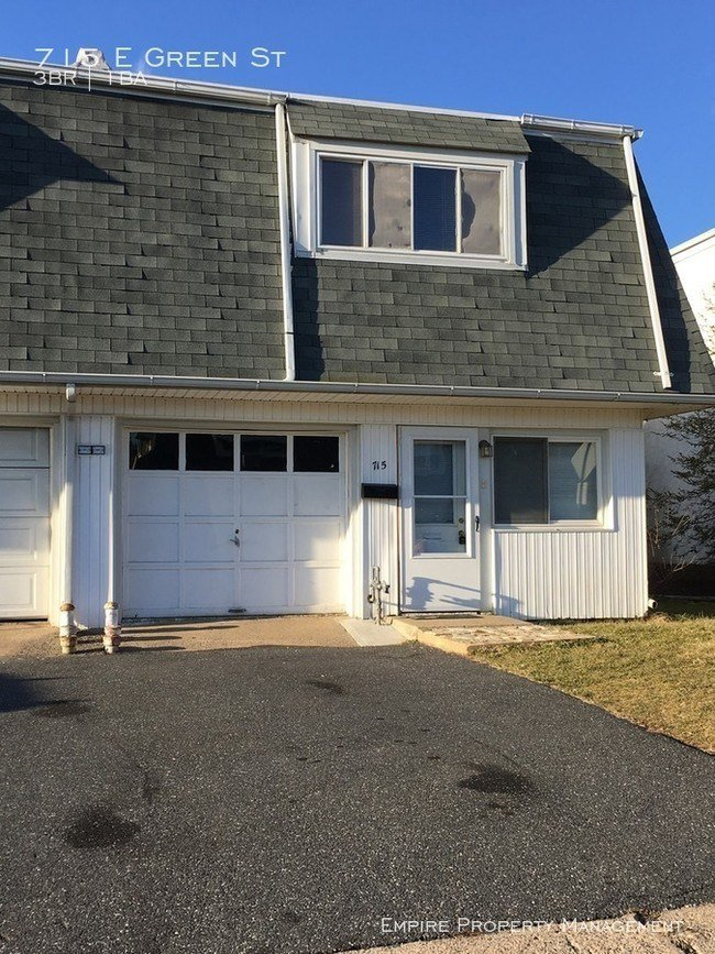 Best End Unit Three Bedroom Garage And Backyard House For With Pictures