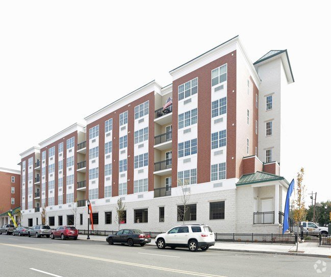 Best Camelot At Bayonne Apartments Bayonne Nj Apartments Com With Pictures