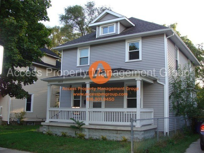 Best Se 4 Bedroom Updated Home House For Rent In Grand Rapids With Pictures