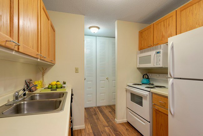 Best International Village Apartments Apartments Bloomington Mn Apartments Com With Pictures