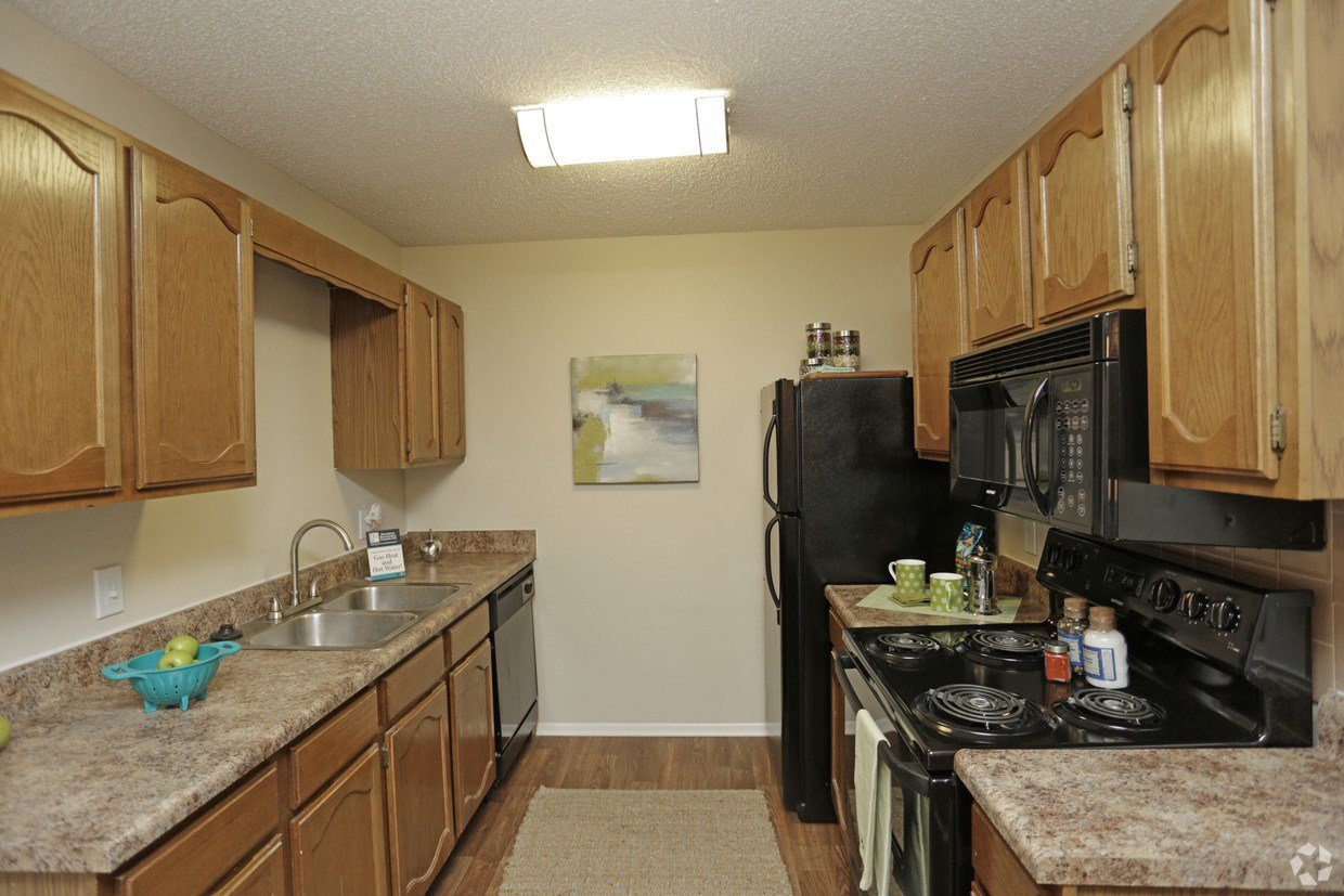 Best Brookwood Apartments Wichita Ks Apartments Com With Pictures