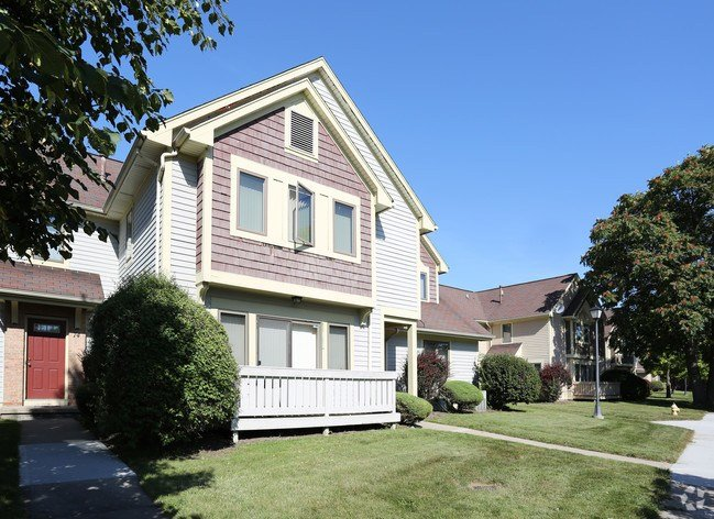 Best Cornhill Apartments And Townhomes Apartments Rochester With Pictures
