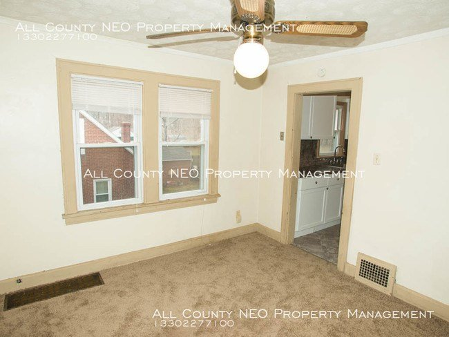 Best Redone 2 Bedroom Apartment In Akron Apartment For Rent With Pictures