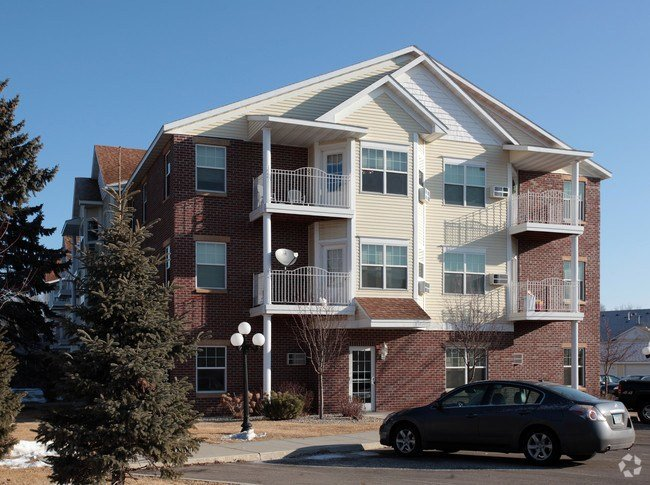 Best Goettens Grove Apartments Apartments Saint Cloud Mn With Pictures