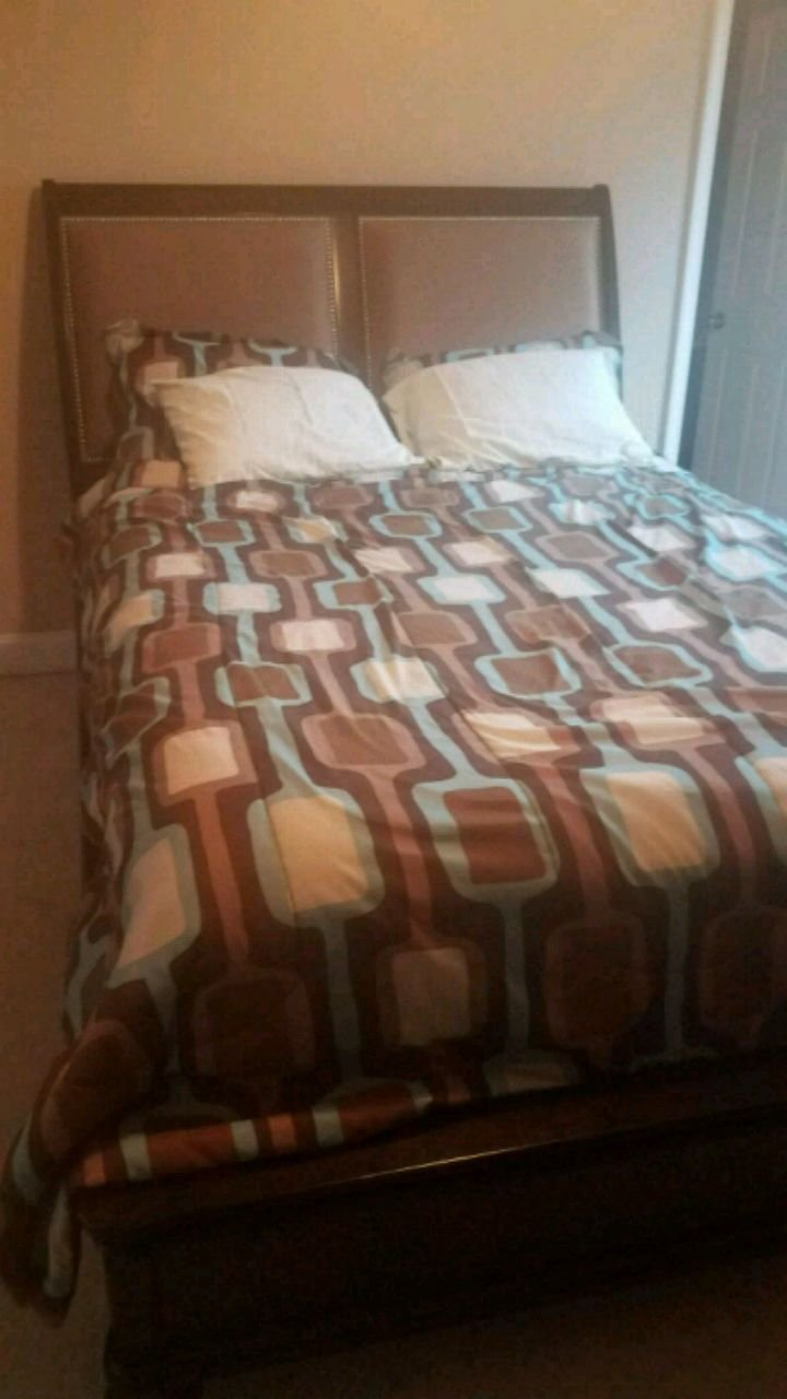 Best Used Queen Bedroom Set For Sale In Henderson Letgo With Pictures